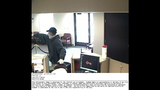 Bank robber caught on camera - (5/6)