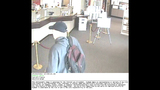 Bank robber caught on camera - (4/6)