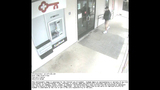 Bank robber caught on camera - (2/6)