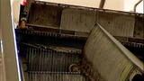 Escalator failure shocks holiday shoppers - (5/10)