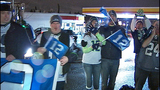 Fans greet returning Seahawks - (3/12)