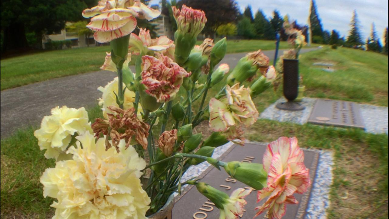 Thieves reselling gravesite flowers kiro tv izmirmasajfo