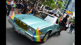 SeattleInsider: Macklemore at 2014 Seattle Pride Parade