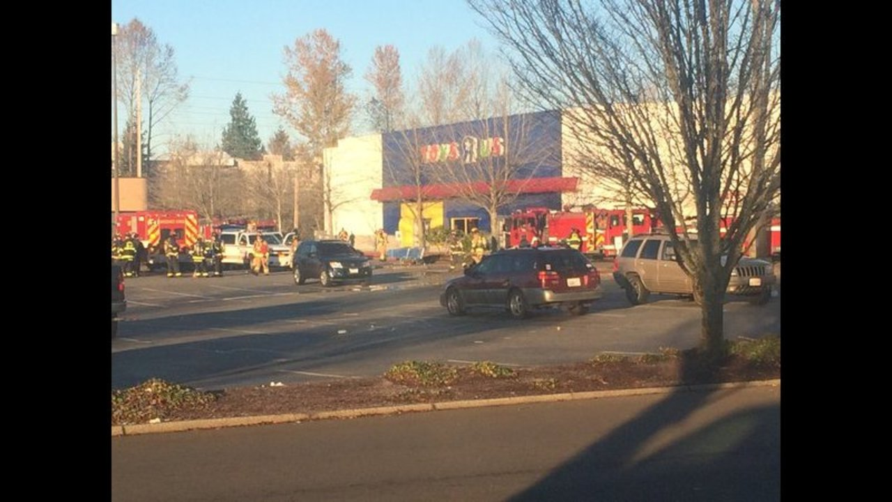Everett Toys R Us Catches Fire With Black Friday Shoppers Inside Kiro