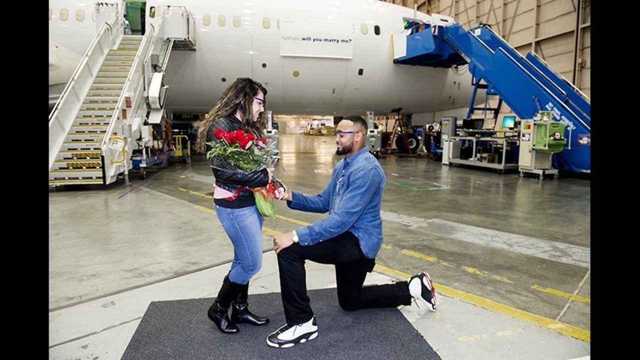 Seahawks linebacker takes a knee at Boeing Everett factory