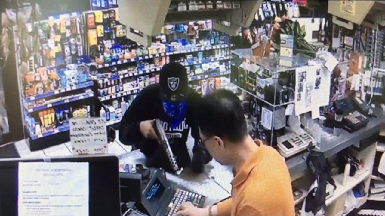 Video Shows Terrifying Fife Gas Station Robbery | KIRO TV