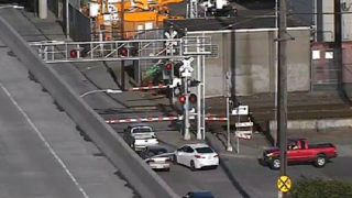Seattle railroad crossing malfunction causes backups