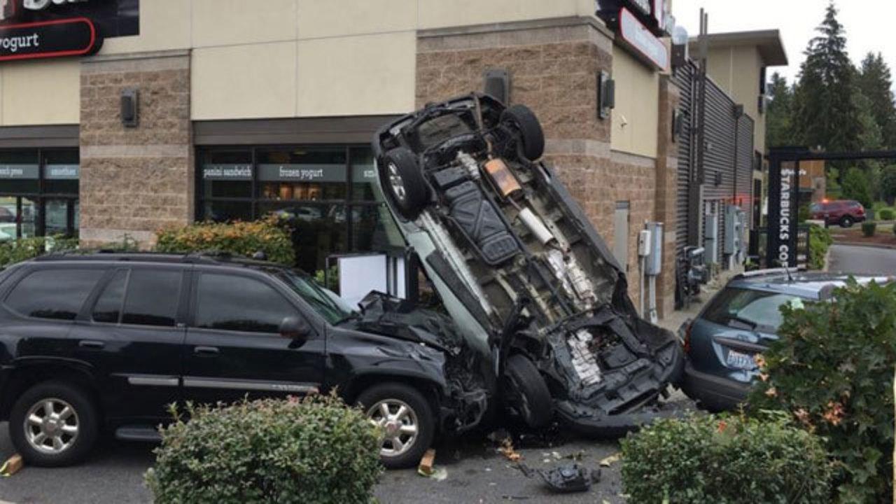 Car flips onto frozen yogurt restaurant in Puyallup crash