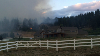Homes remain evacuated for wildfire burning near Leavenworth