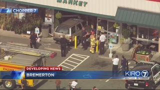 Car crashes into Bremerton grocery store