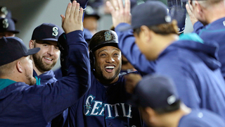 Mariners stay alive in wild-card race