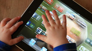 Seattle experts co-author guidelines to lift 'no screens under 2