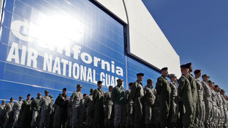 Pentagon chief suspends reimbursement for enlistment bonuses