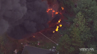Thick, black smoke rises from tire, trash fire in Federal Way