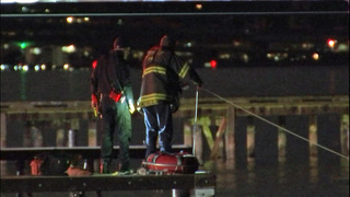 Divers investigate after car found in Lake Washington