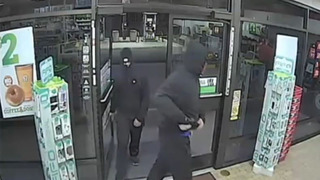 Police look for suspects in West Seattle convenience store robbery