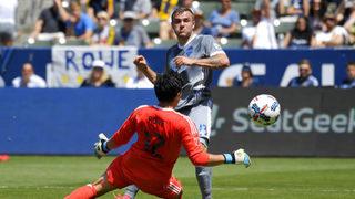 Sounders beat Galaxy 3-0, snaps six-game road winless streak