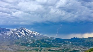 Sheriff: Man dies in fall at Mount St. Helens