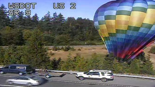 Hot air balloon lands in US 2 median near Snohomish