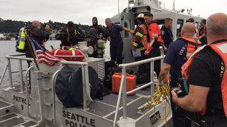 Divers search for missing man in Lake Union
