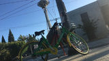 A LimeBike improperly parked at a sidewalk corner near the Space Needle. (Image: KIRO 7)