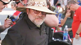 Man pepper sprays Confederate re-enactors at N.C. parade