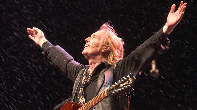 WATCH: Tom Petty\'s acoustic version of \'Learning to Fly\' | KIRO-TV