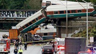 911 calls show chaos of I-5 train derailment