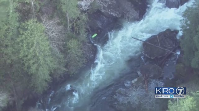 Kayaker dies in Snoqualmie River near North Bend | KIRO-TV