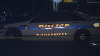 Police search for 2 suspects after man shot in Marysville