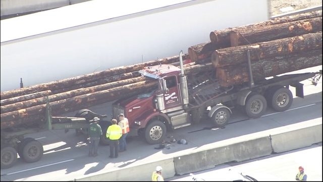Log truck accident today oregon