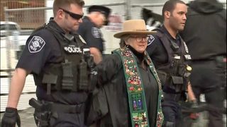 Protesters arrested after clergy chain themselves at site of Seattle