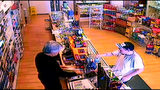 Police search for suspects after smoke shop robbery in Monroe