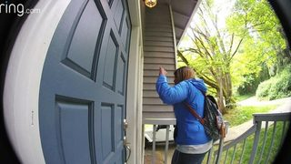 VIDEO: Suspected porch pirate grabs package in Seattle