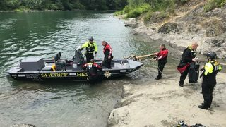 KCSO Marine Rescue Dive Unit holds training on Snoqualmie River