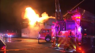 Crews battle 2-alarm fire in Everett at home appliance store