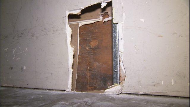 burglars rob running store by cutting hole in wall kiro tv