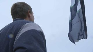 RAW: Dan Wilson raises Edgar Martinez flag on top of Space Needle