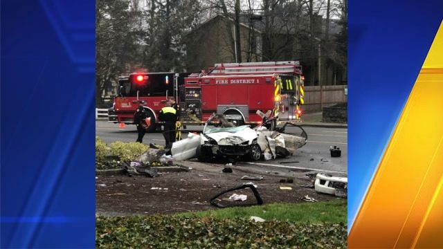 Police investigating crash in Everett that killed 2