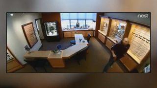 Cameras capture man steal $1,200 in designer frames