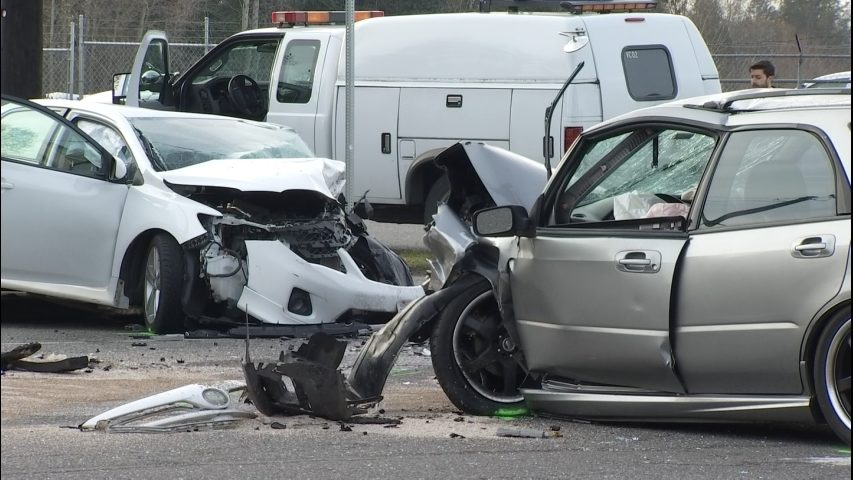 Head-on collision kills driver in early-morning crash in Everett