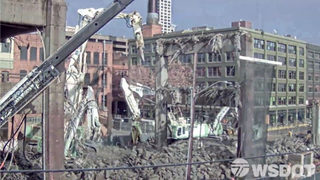WATCH: WSDOT crews demolish one full span of the Alaskan Way Viaduct