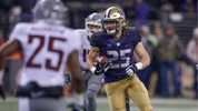 SEATTLE, WA - NOVEMBER 25: Linebacker Ben Burr-Kirven #25 of the Washington Huskies returns an interception against the Washington State Cougars at Husky Stadium on November 25, 2017 in Seattle, Washington. (Photo by Otto Greule Jr/Getty Images)