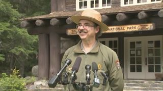 RAW VIDEO: Mt. Rainier Park ranger explains rescue of four climbers (6-6-19)