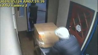 Caught on camera: Thieves steal 300 lb. safe from beauty supply store