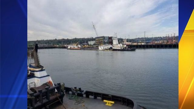 Oil barge stuck near Elliot Bay after tide went out Saturday | KIRO-TV