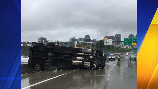 Truck rollover spills 100 gallons of fuel on I-405 in Bellevue   KIRO-TV
